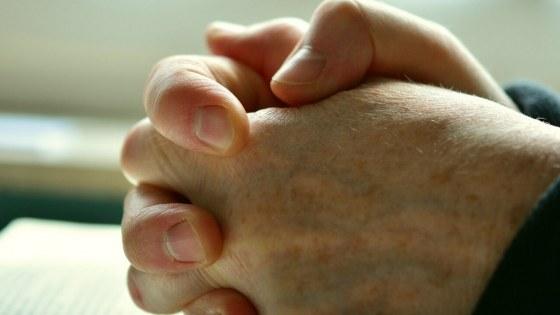 pray-2558490_1920-1680×724