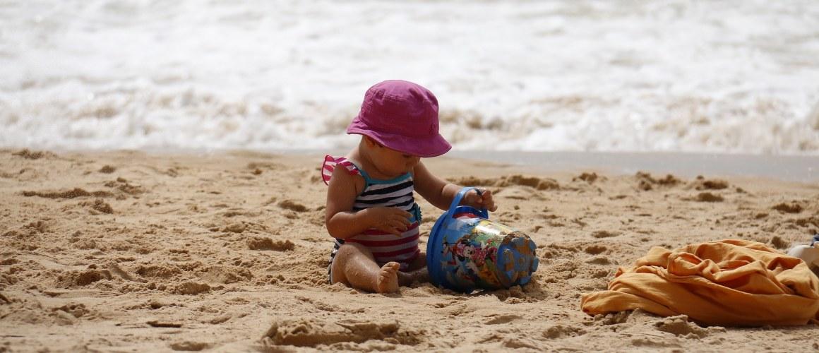 child-playing-1005898_1920